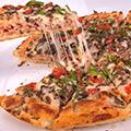پیتزا قارچ و مرغ خانواده
